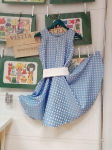 vestido azul que se puede realizar en este curso de costura avanzada