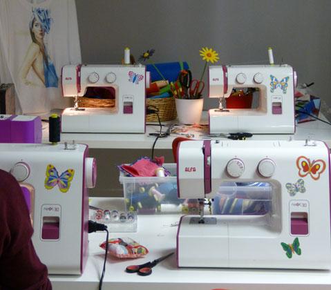 Máquinas de coser en cursos intensivos de costura